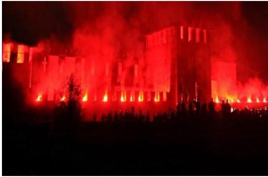 """Legnano: Legnanesi affascinati dal Castello """"incendiato"""""""
