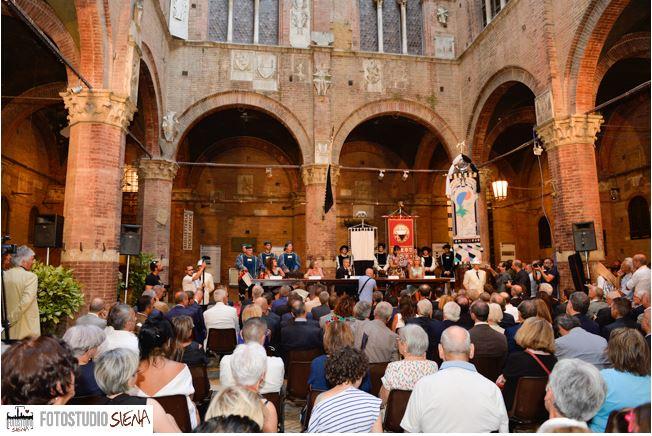 Palio di Siena, Radio Siena Tv: Dalle 18.15 in diretta su Siena Tv la presentazione di Drappellone eMasgalano