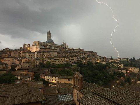 Toscana: Maltempo Toscana, codice giallo per temporali fino alle 22. Dalla mezzanotte codice arancio permareggiate