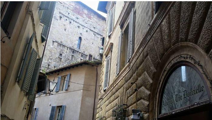 Angoli pittoreschi di Siena: Via delleDonzelle