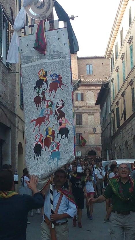 Palio di Siena: Giro della Vittoria del Drago, Visita alla Chiocciola.Foto