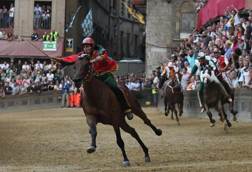Palio di Siena: Rocco Nice più veloce di PreziosaPenelope