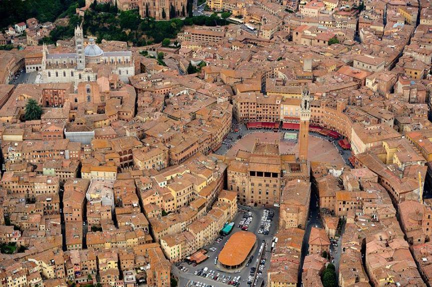 Siena, Storia di Siena, 21 aprile 1555: Cosimo de' Medici e le truppe spagnole di Carlo V entrano inSiena