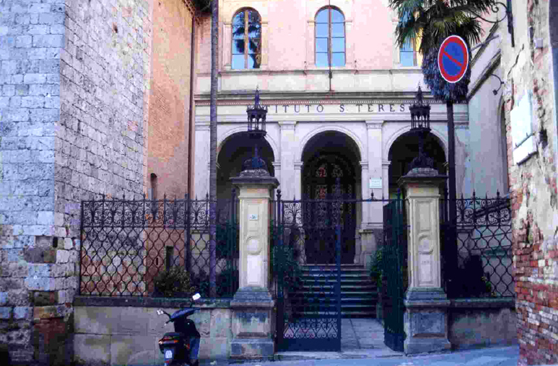 Siena: Storie di contenitori inutilizzati, l'Istituto SantaTeresa