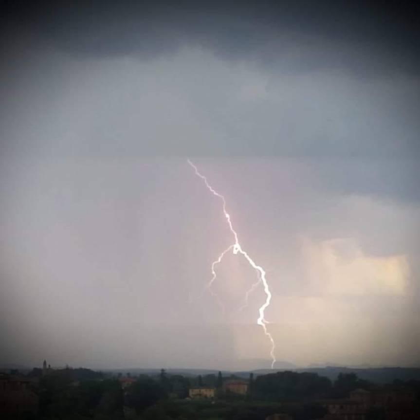 Toscana, Meteo: Maltempo, nuova allerta regionale il 1 novembre con codici arancione egiallo
