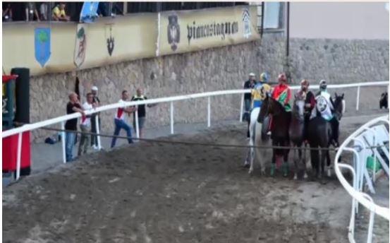 Palio di Piancastagnaio: Coro e Borgo hanno provato icavalli