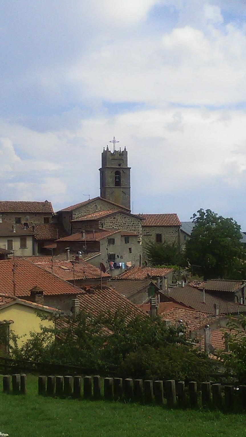 Provincia di Siena: Copertura di pannelli coibentati divelta dal vento aPiancastagnaio