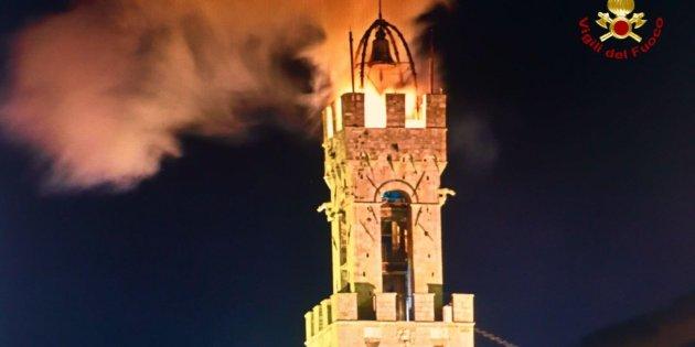 Siena: Incendio Torre del Mangia, dopo un anno la sommità è ancorachiusa