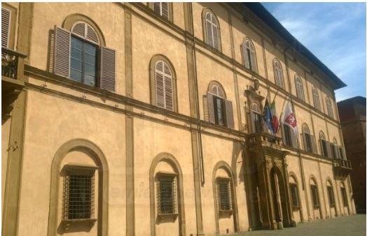 Siena, cade intonaco dal Palazzo del Governo: Areatransennata