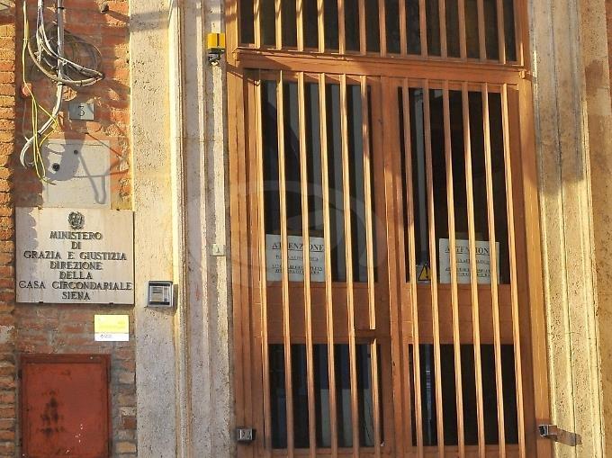 """Siena, Il garante: """"Giovane si uccide in carcere a Siena. Era isolato per cause legate al Coronavirus"""". Altri 2morti"""