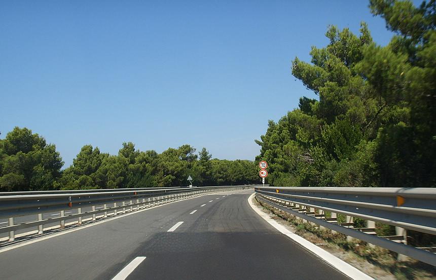 Toscana: Veicolo in fiamme sulla Siena-Firenze, trafficobloccato