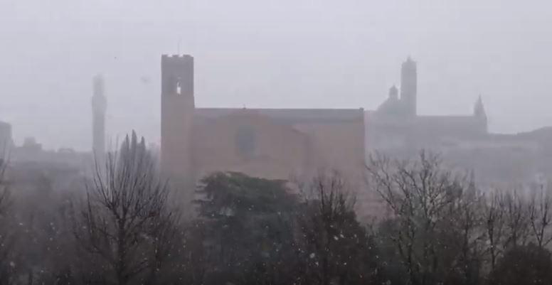 Siena: Oggi 06/04 fiocchi di neve sullacittà