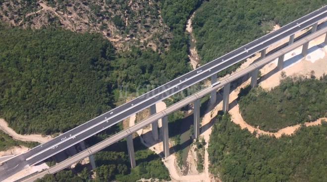 Provincia di Siena: Ventiduenne tenta il suicidio al Ponte di Petriolo per una delusioned'amore