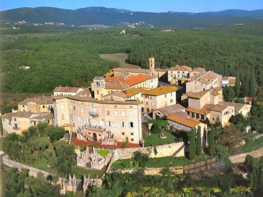Provincia di Siena, Incidente a Sovicille: Auto va fuori strada e si ribalta, unferito