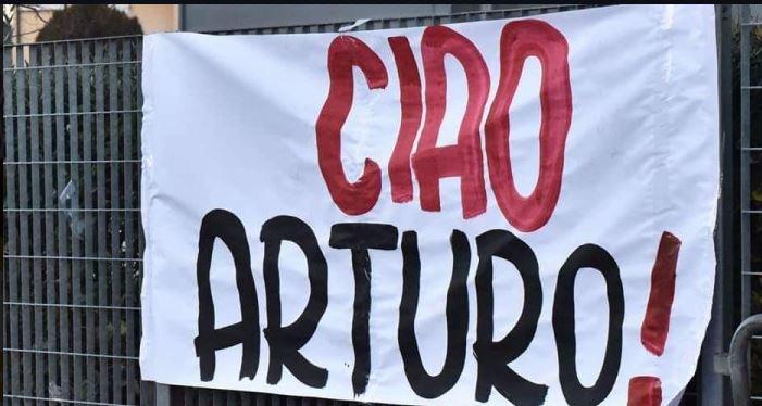 Morte Arturo Pratelli: La Curva Sud Aretina dedica uno striscione in memoria diArturo