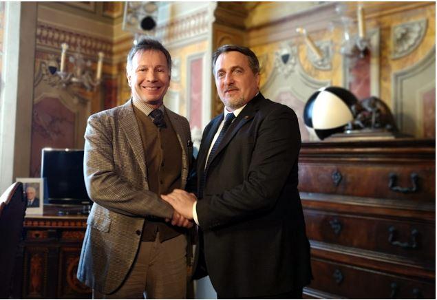 Siena: Incontro tra il sindaco Luigi De Mossi ed il presidente del coordinamento nazionale cittadini romeni inItalia