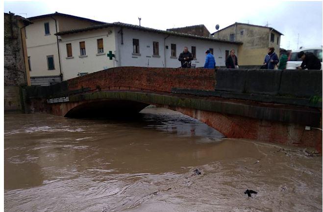 Toscana: Sorpresi dalla piena restano bloccati in mezzo alfiume