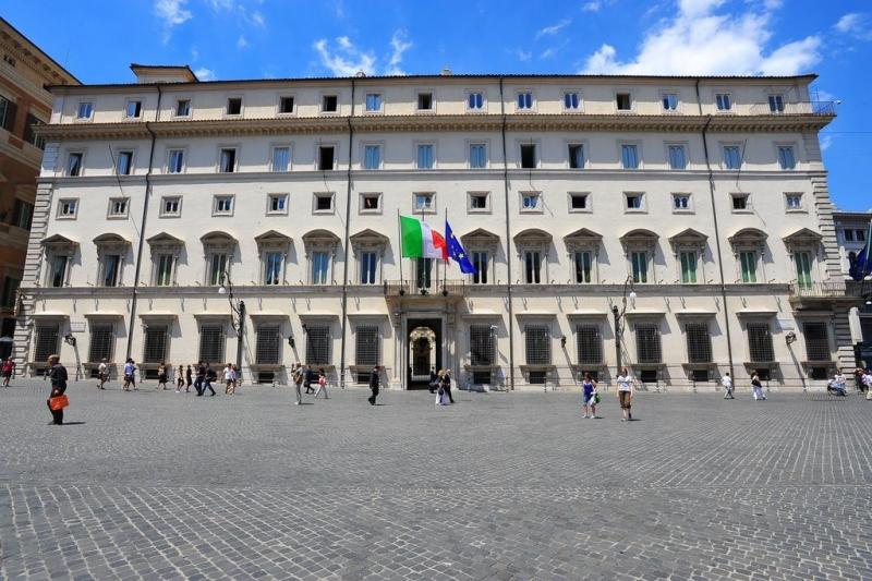 """Italia, Crisi di governo, Tabacci a Palazzo Chigi incontra Di Maio: """"Soluzione è Conte-ter"""". Si intensificano le trattative con irenziani"""