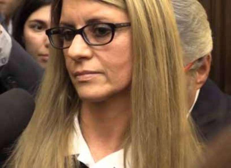 """Siena, morte David Rossi e richiesta di archiviazione su abuso di ufficio. La moglie: """"La battagliacontinua"""""""