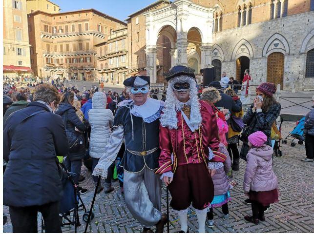 Siena: Gazzetta di Siena ospita il Carnevale del volontariato anche in lingua deisegni