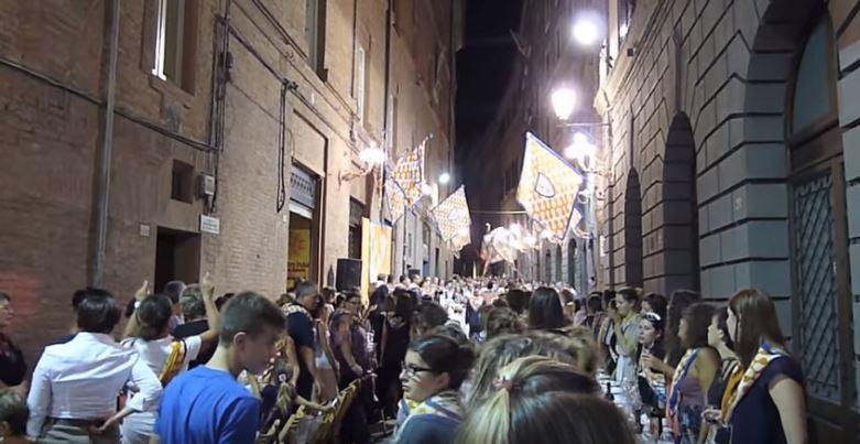 """Palio di Siena, Oltre il Palio. """"Primo luglio: La cena"""" – di MicheleMasotti"""
