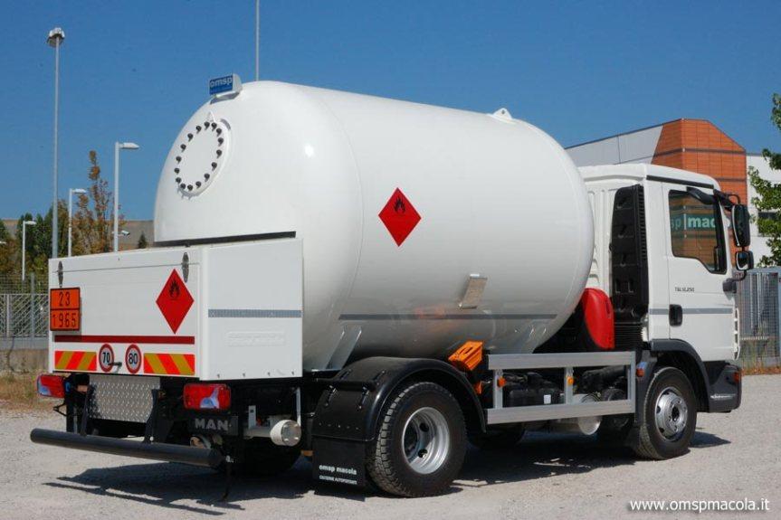 Provincia di Siena: Cisterna carica di gasolio si ribalta a Casoled'Elsa