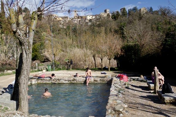 Provincia di Siena, Trovati a fare il bagno nelle vasche termali libere di San Casciano: Sanzionati dalla PoliziaMunicipale