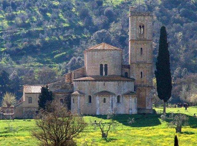 Provincia di Siena: Messa solenne del Cardinale Lojudice all'Abbazia diSant'Antimo