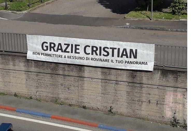 Palio di Legnano, Contrada La Flora: Striscione per l'ex CapitanoParini
