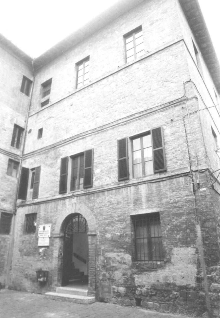 """Siena, Scuole, bufera sul Monna Agnese. I genitori: """"Nessuno ciascolta"""""""