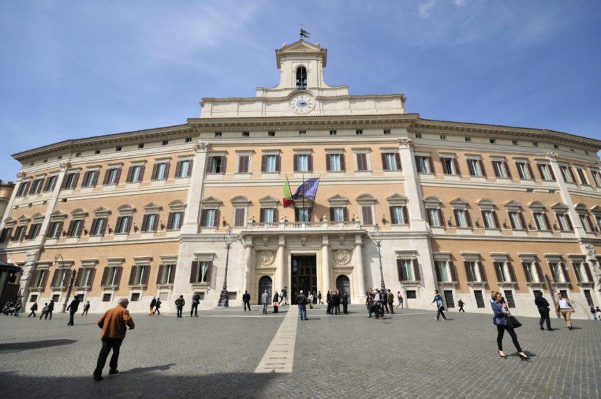 Italia, I redditi dei parlamentari: Renzi, Marcucci e Padoan sono i piùricchi