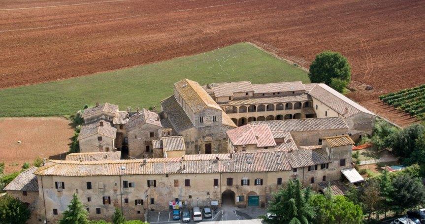 Provincia di Siena: La storia di Abbadia Isola in una letturateatralizzata
