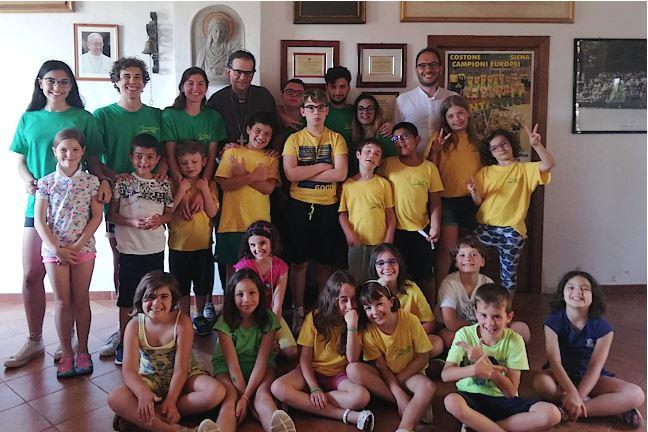 Siena: L'arcivescovo di Siena Lojudice fa visita ai ragazzi dei camp estivi delCostone