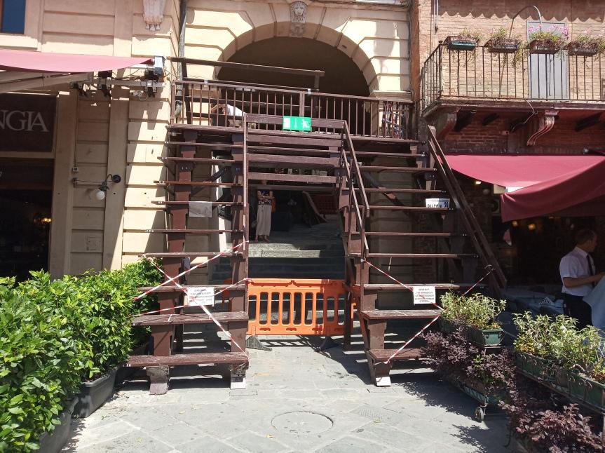 Palio di Siena: In fase di montaggio i palchi del Magistrato delleContrade