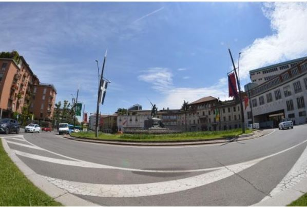 Palio di Legnano: Piazza Monumento vestita a festa per ilPalio