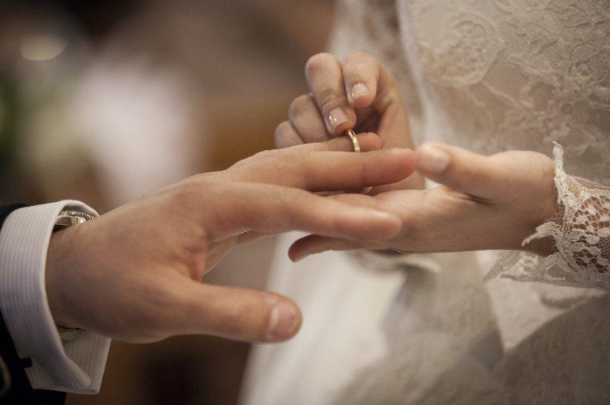 Italia: Gli sposi tornano a baciarsi senzamascherina