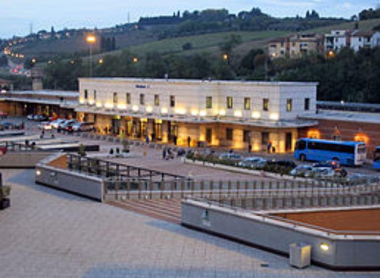 Siena, Dormono alla stazione, molti sono richiedenti asilo: L'inchiesta di SienaTv