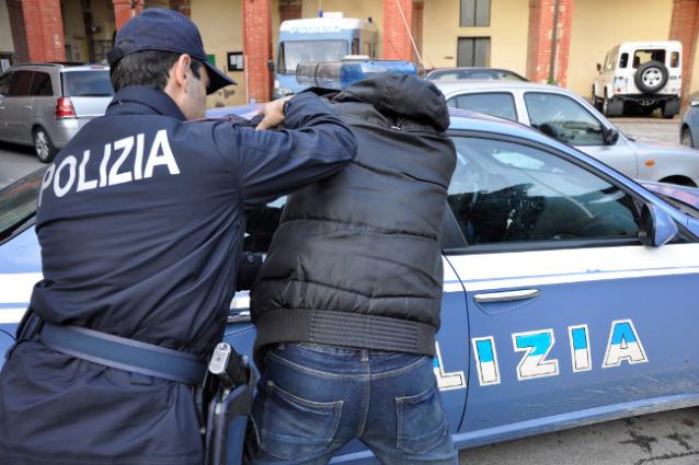 Siena: Ruba la cassa in un ristorante ma il titolare lo insegue e lo faarrestare