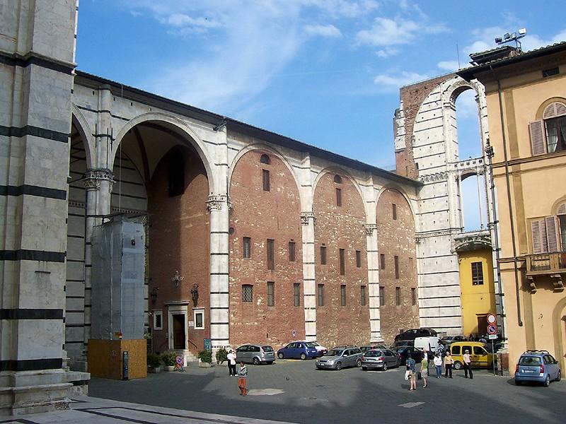 """Siena, I turisti in Piazza del Campo: """"Bella Siena, ma tra tre oreripartiamo"""