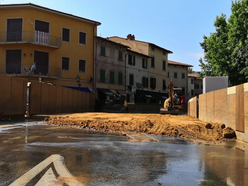 Palio di Bientina: Oggi 18/07 Stesa la terra sulla Pista del Palio in Piazza Vittorio EmanueleII°