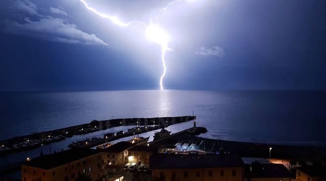 Italia, Meteo: PROSSIME ORE, Allerta Gialla della Protezione Civile, Pericolo di Temporali e Grandine. EccoDove