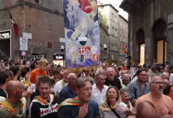 Palio di Siena: Palio di Siena 16 Agosto 2019 vince la contrada della Selva col cavallo scossoRemorex