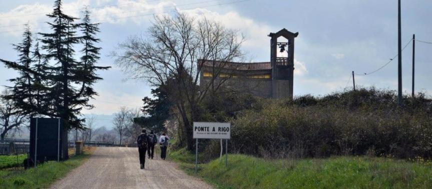 Provincia di Siena: A Ponte a Rigo una statua dedicata allaFrancigena