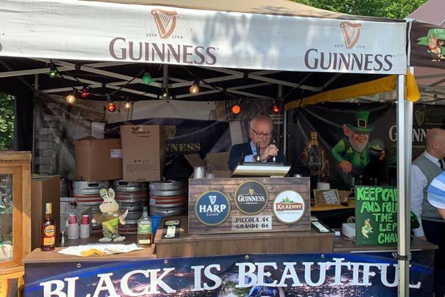 """Siena: Lo stand irlandese tra le """"chicche"""" al """"Mercato europeo del commercio ambulante"""""""