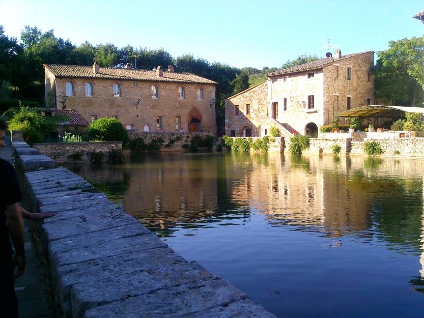 Provincia di Siena, Bagno Vignoni su Rai 1: Oggi 03/11 il gioiello termale della Val d'Orcia protagonista a LineaVerde