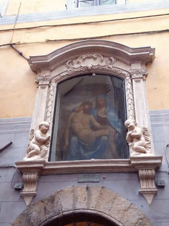 Siena, Contrada della Pantera: Restaurato il Tabernacolo della Madonna delCorvo