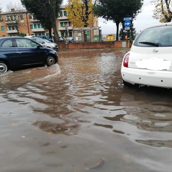 Siena: Maltempo, si allaga il parcheggio delCampino