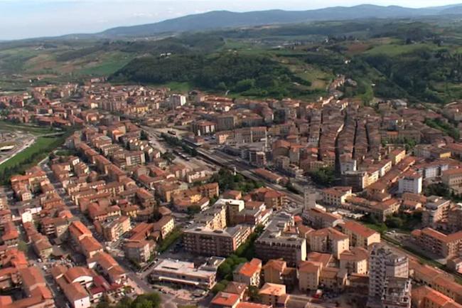 Provincia di Siena: Cantiere piazza Berlinguer a Poggibonsi, si lavora al marciapiede di viaTrento