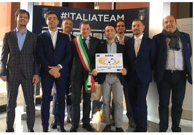 """Siena: La città riceve la targa premio per la """"Città europea dello sport2021"""""""