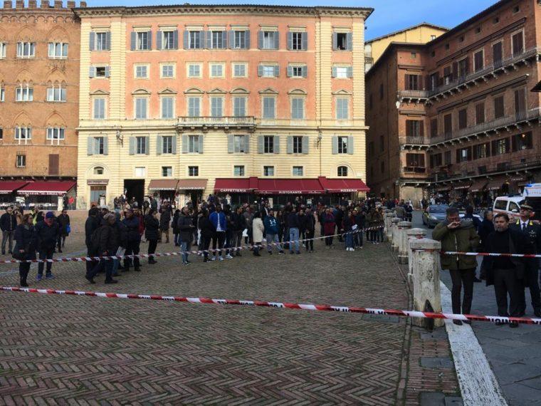 Siena: Tragedia in Piazza del Campo, è caccia all'autore del video. Procura ipotizza reato di omissione disoccorso